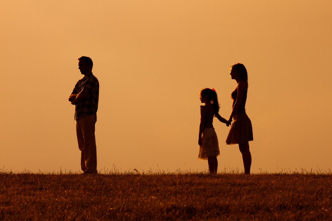 silhouettes of broken family